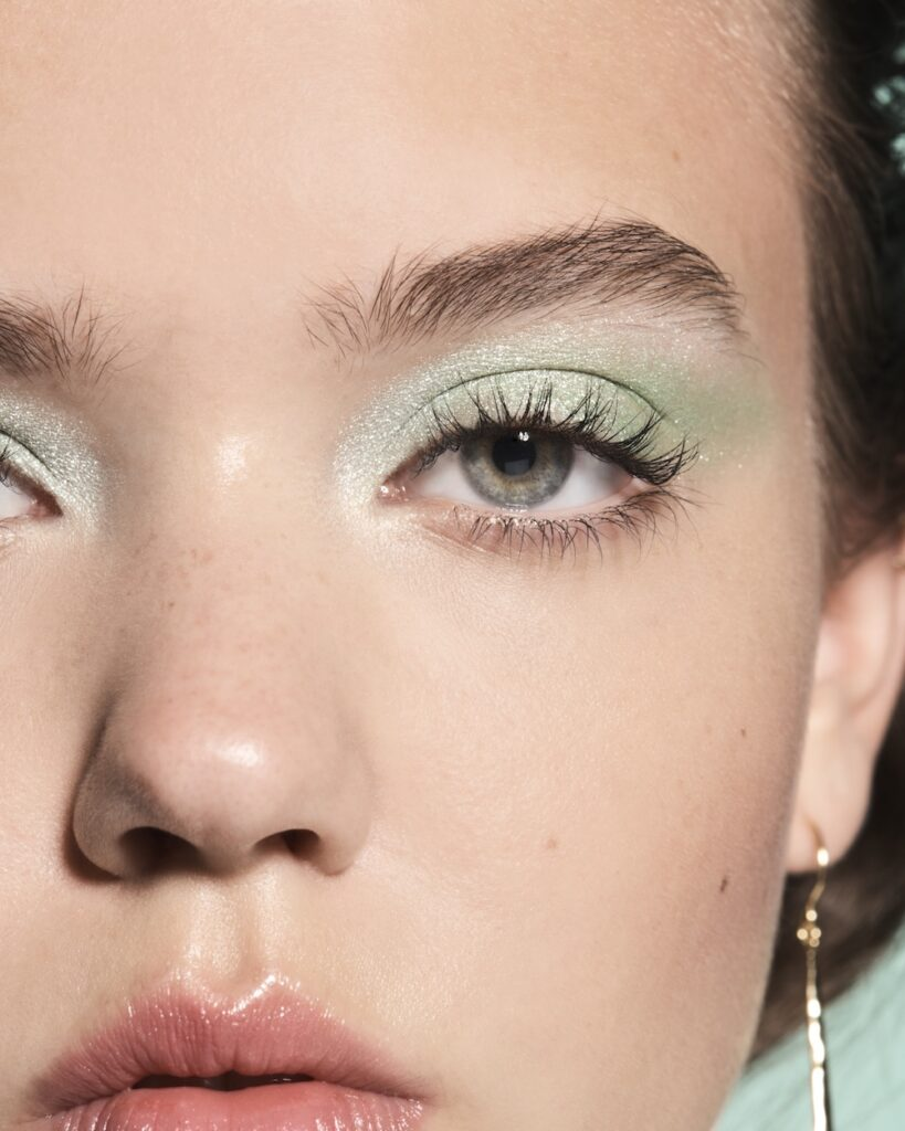 Model Hannah in Mint Melt Lip Gloss in Mint Sparkle (82358) for a Sparkle Mint Look